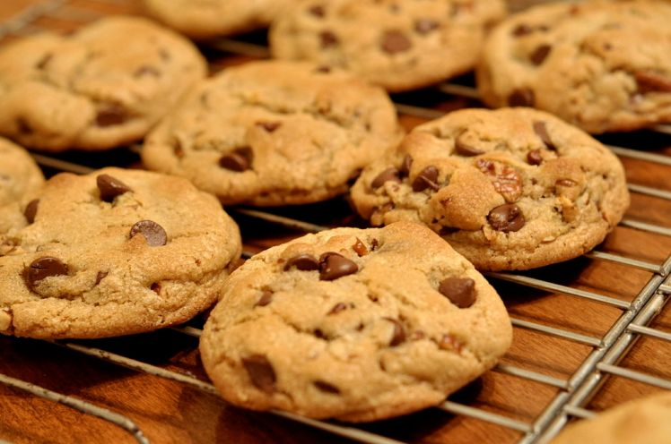 1024px-Chocolate_Chip_Cookies_-_kimberlykv.jpg